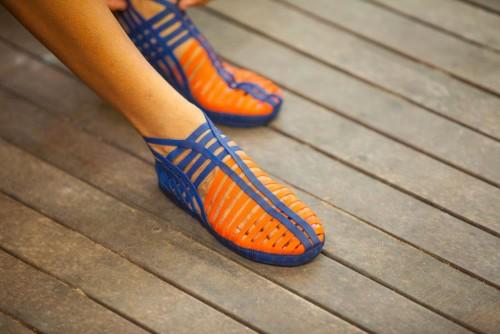 """(Sapato de látex produzido pelo """"Doutor da Borracha"""". Foto: AMZ.)"""