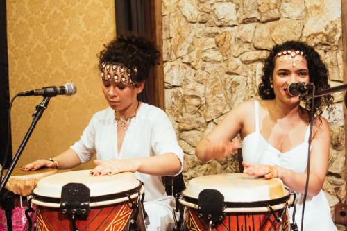 (Victoria (esq) e Ariane (dir) no Centro Cultural Rio Verd)e, em 2015. Foto: Crewactive Photography)