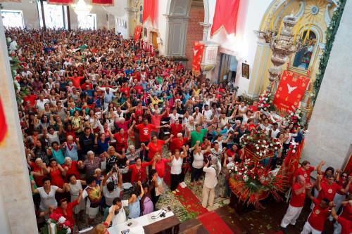 (Missa na Igreja Matriz. Foto: PASCOM da Igreja Nossa Sra. Dos Remédios)